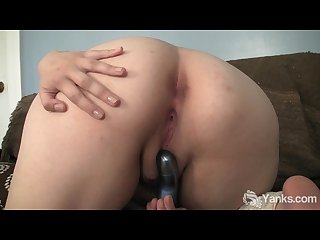 Sexy asian hermine toying her delicious muff