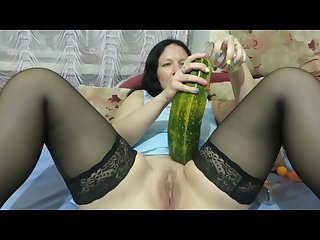 Milf fucks herself with a bottle Zucchini and makes fisting squirt