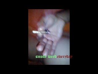 Je nick une chienne en fumant mon joint