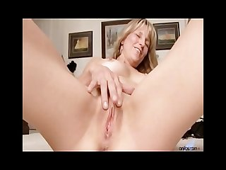 Amateur milf berkley gets nude stuffs dildo for orgasm