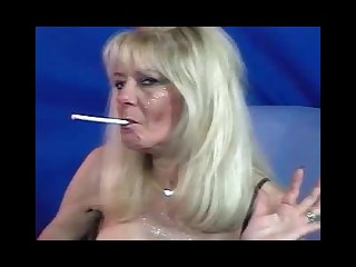 Gorgeous old milf whore smoking 120s