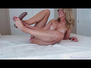 Pretty feet and toes sexy tanned mature on cam Twerking