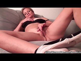 Mature lady with d cup tits needs to get off in pantyhose