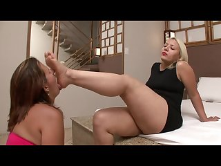 Ta feet worship sexy blonde milf with chunky feet gets worshipped hot