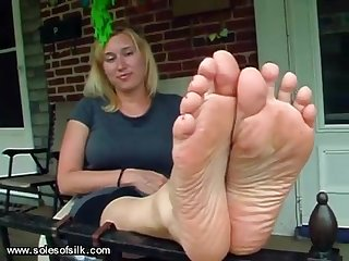 Stinky white girl feet
