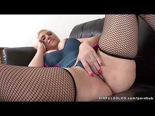Kelli staxxx masturbates during phone sex