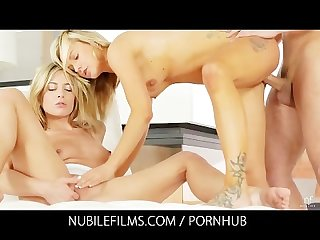 2 blondes fulfill threesome fantasy