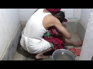 indian sasur me bahu ke sath kiya sex bathroom me