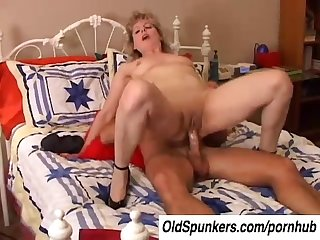 Sexy crystal is a hot mature amateur who loves to fuck