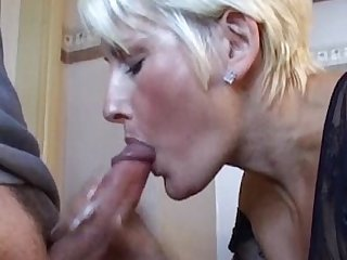 Friends mom bj