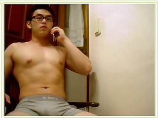 Korean guy with big thigh video 02
