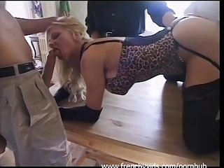 Mature franaise en gang bang