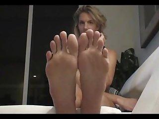 Long slender toes 2