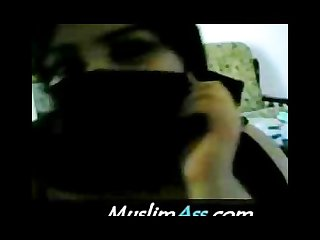 Muslim ummah lady in black burqa plays with 2 inch arabian dick