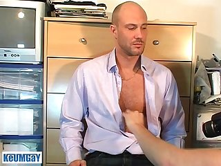 Full video David a real str8 guy get sucked by a guy in site of him