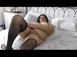 British curvy bbw fingering herself
