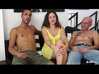 Scambisti maturi cum on tits for brunette mature italian having a threesome