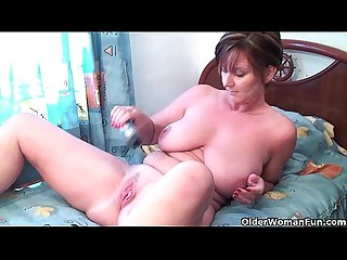 Granny joy fucks her pussy and asshole with dildos
