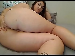Chubby slut showed off great Ass on Cam