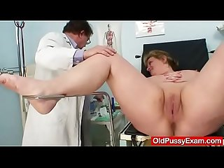 Well endowed gran vilma old pussy deep inspection