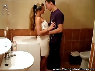 Young libertines passionate fuck lea in a bathroom