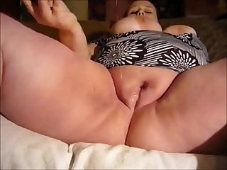 Naughty bbw milf masturbates and squirts a little