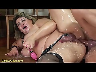bbw mom gets pumped and anal fucked