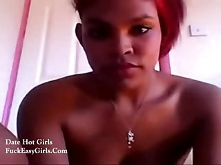 Black slut doing camshow