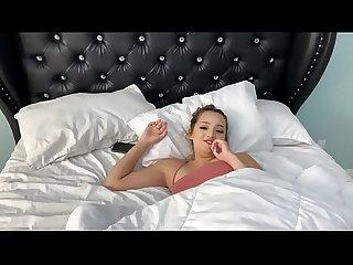 Chica se deja grabar por su novio desnuda - Lexi Aaane