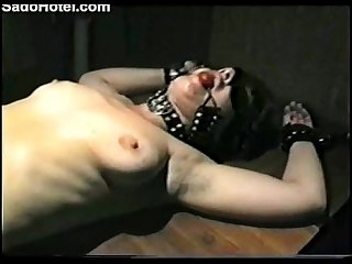 Amateur slave girl gets punished with needles