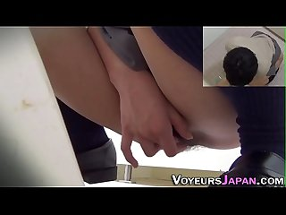 Pissing japanese lady