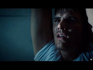Chris zylka mostra pnis na srie the leftoves