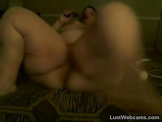 Brunette bbw toys herself on webcam