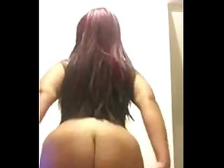 Ebony clapping her ass super sexy