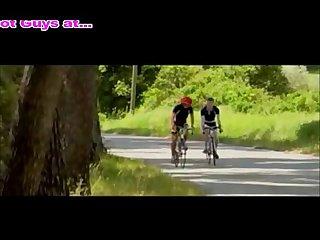 Trois mecs en tenu de cycli