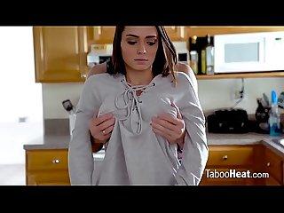 NO ESTA LA MADRE Y EL PADRASTRO APROVECHA. Download FULL video here..