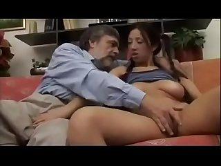 Giorgia sonando con el culo de mi hija