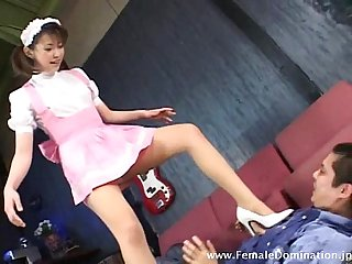 Maid uses her high heels to beat up a feeble man