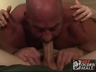 Dad fucks his nasty boy / Papa folla con hijo