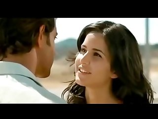 BOLLYWOOD Katrina kaif Tutti Caldo baci liplock video