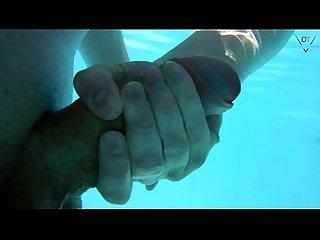 Am pool gefickt und unterwasser weiter gev gelt