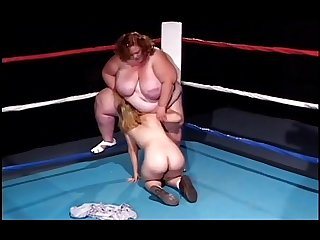 Midget with strap on fucks Bbw on ring