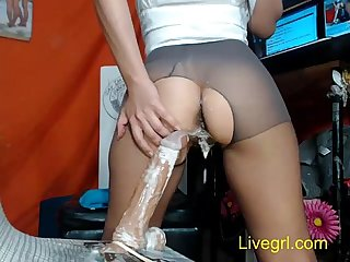 MILF's dildo can cum in her twat