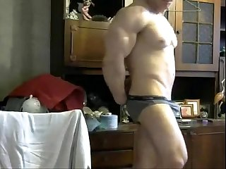 jerkvid bodybuilder wanking - more videos on HOTGUYCAMS.com