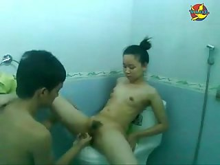 Clip haiphong girl having sex with her B f in the restroom