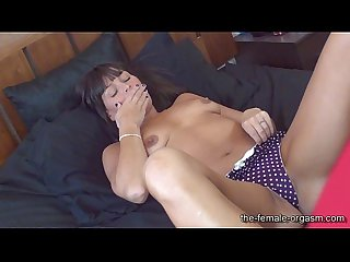 MILF Stephanie has Snapping Pussy Orgasms