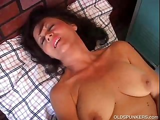 Mature amateur has a fat juicy pussy