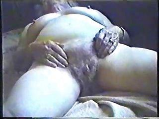 Velha da buceta peluda E grisalha
