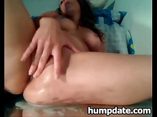 Stunning babe toying her pussy and squirting