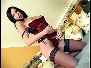 Hottie masturbates in lingerie